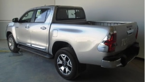 Toyota Hilux Double Cabin Pickup 4WD 2.7L M/T (petrol)