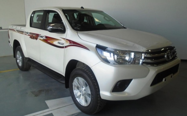 Toyota Hilux Double Cabin Pickup 2.8L Turbodiesel 4WD A/T